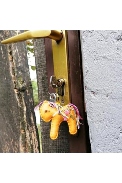 Kulcstartó - Okker lovacska