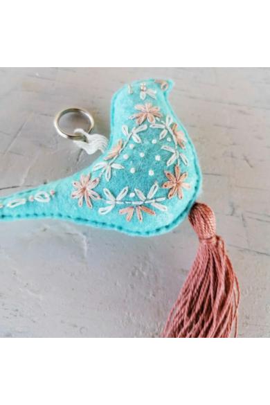 Kulcstartó - Türkiz poszáta púder színű bojttal